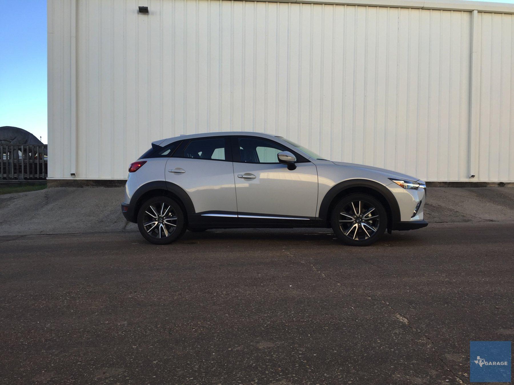 2016-Mazda-CX-3-027