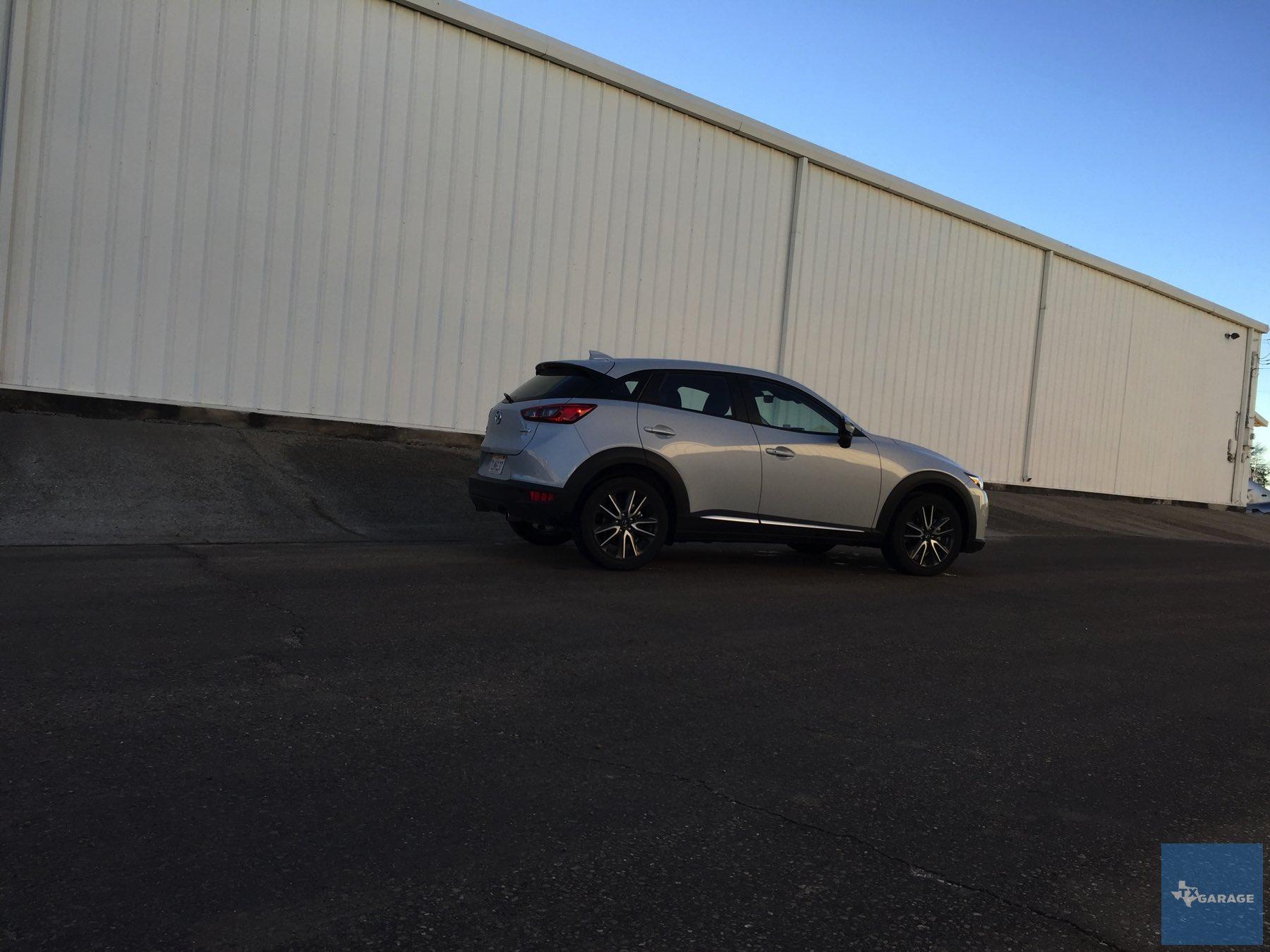 2016-Mazda-CX-3-028