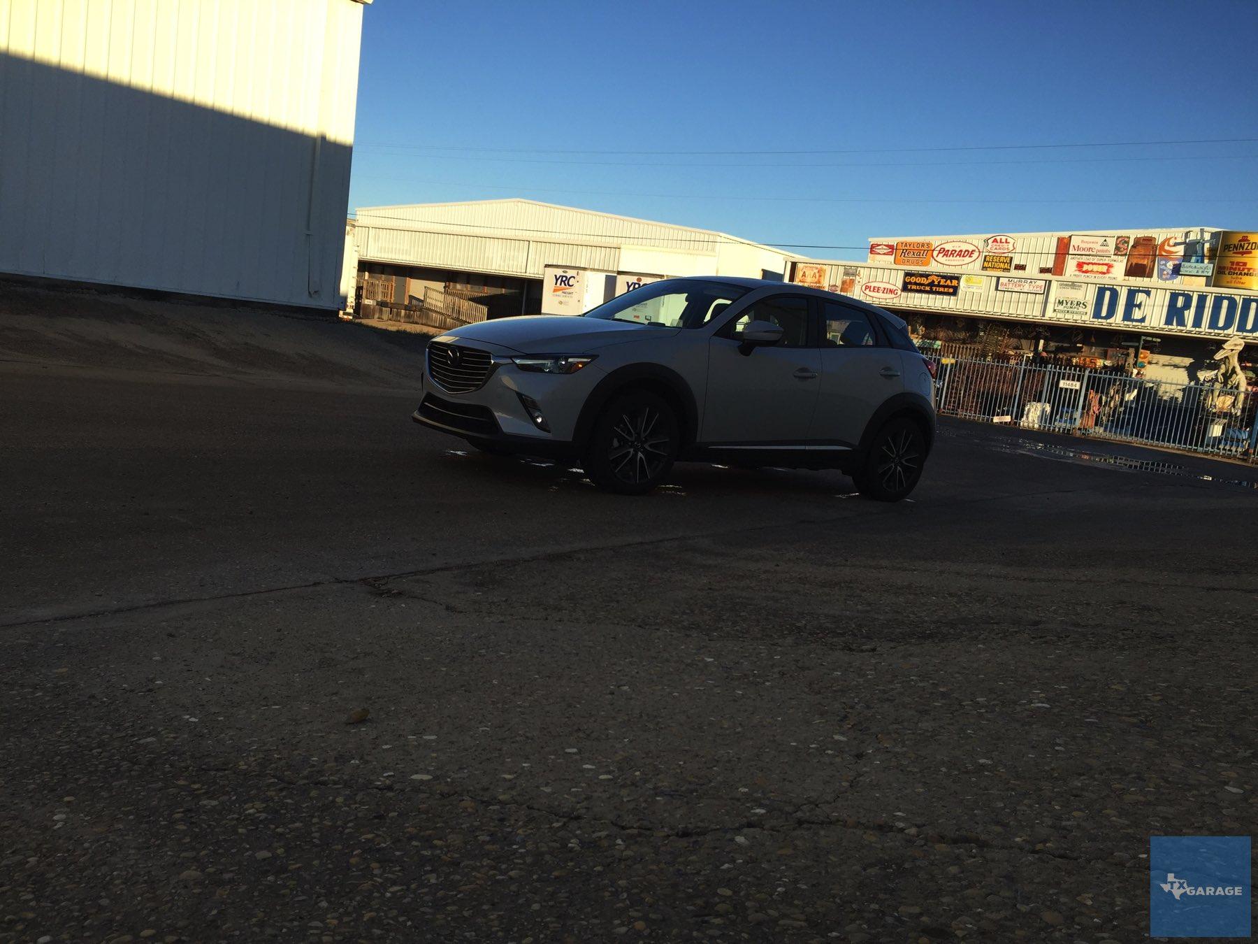 2016-Mazda-CX-3-039