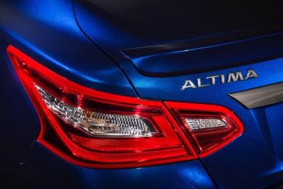 2016-Nissan-Altima-007