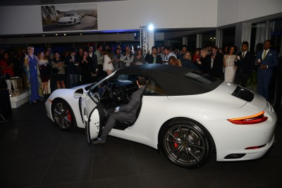 Porsche-911-Debuts-008