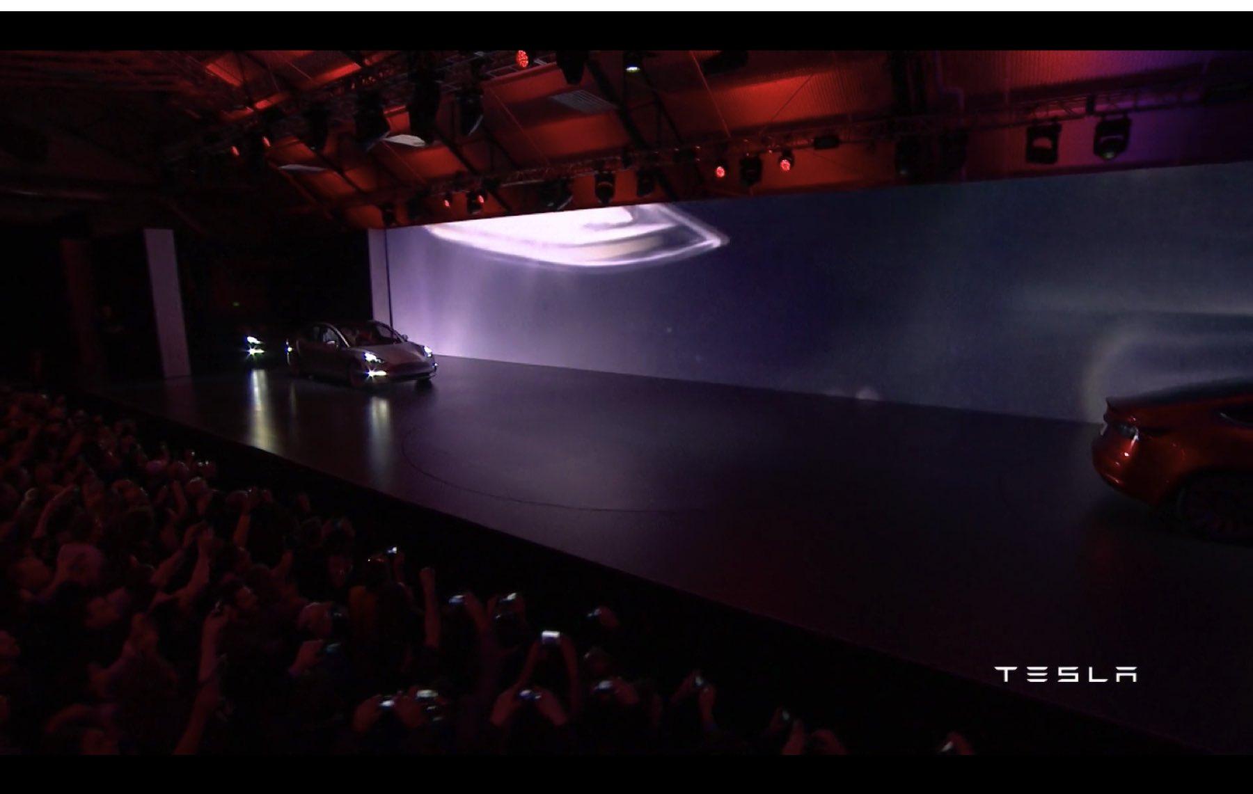 2017-Tesla-Model-3-021