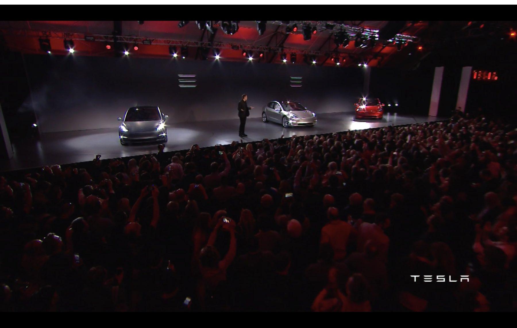 2017-Tesla-Model-3-033