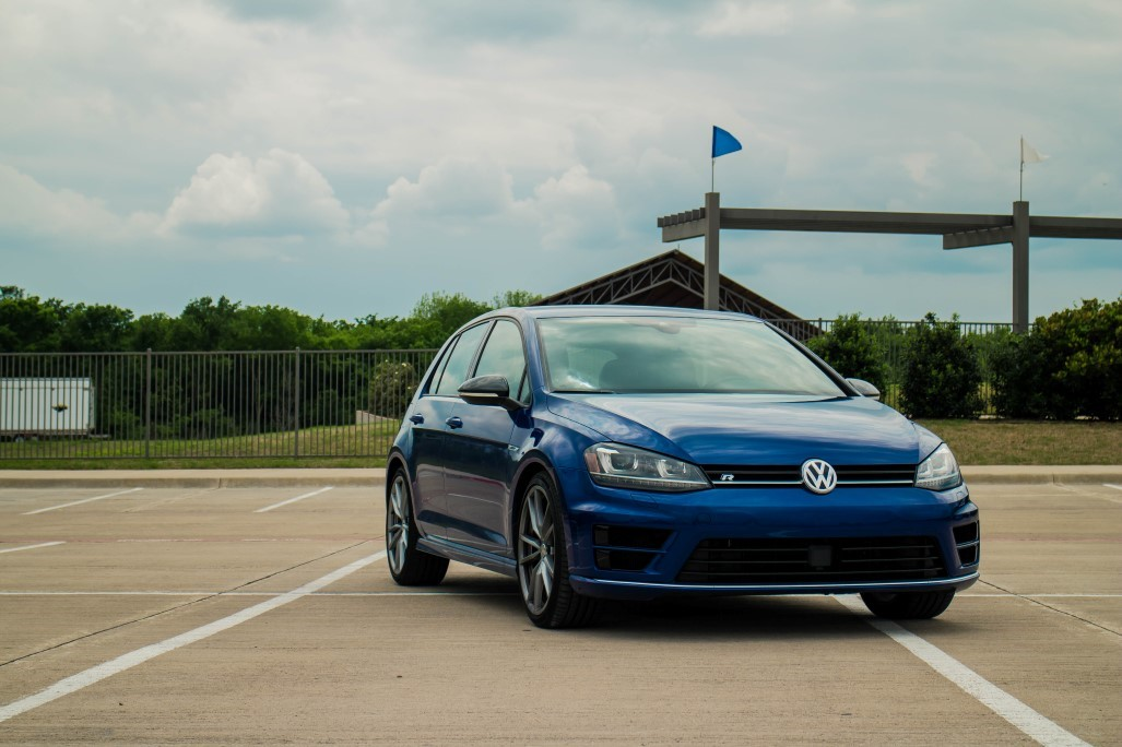 001_scaled_VW-Golf-R.scale-400