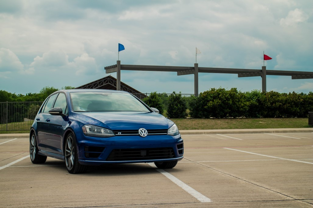 002_scaled_VW-Golf-R-2.scale-400
