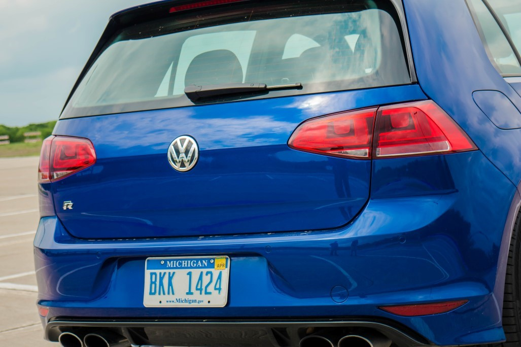 016_scaled_VW-Golf-R-16.scale-400