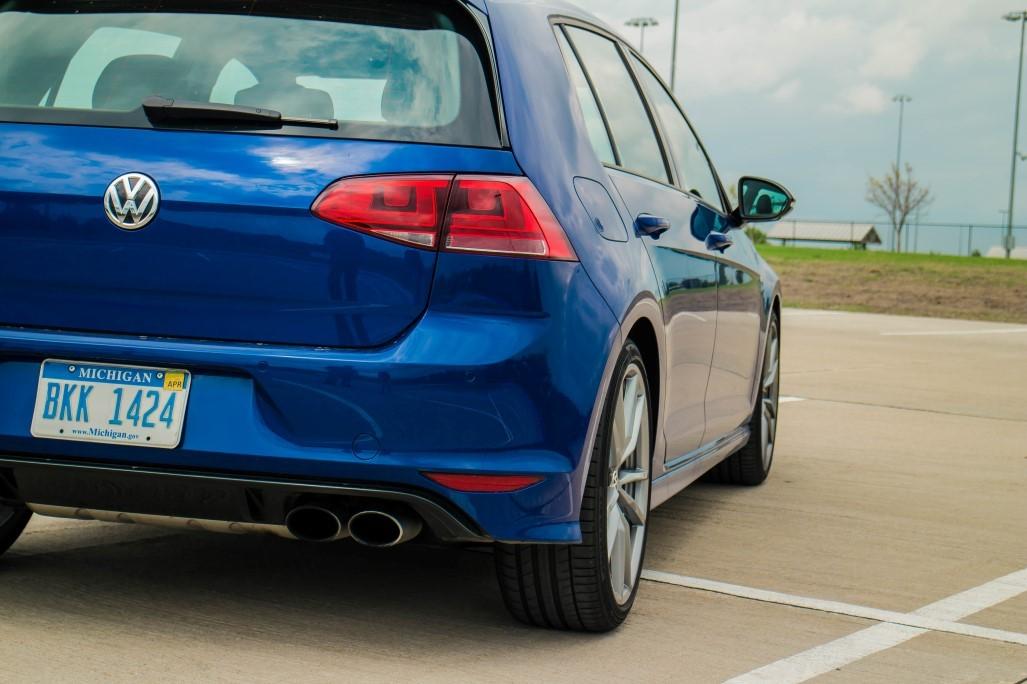 017_scaled_VW-Golf-R-17.scale-400
