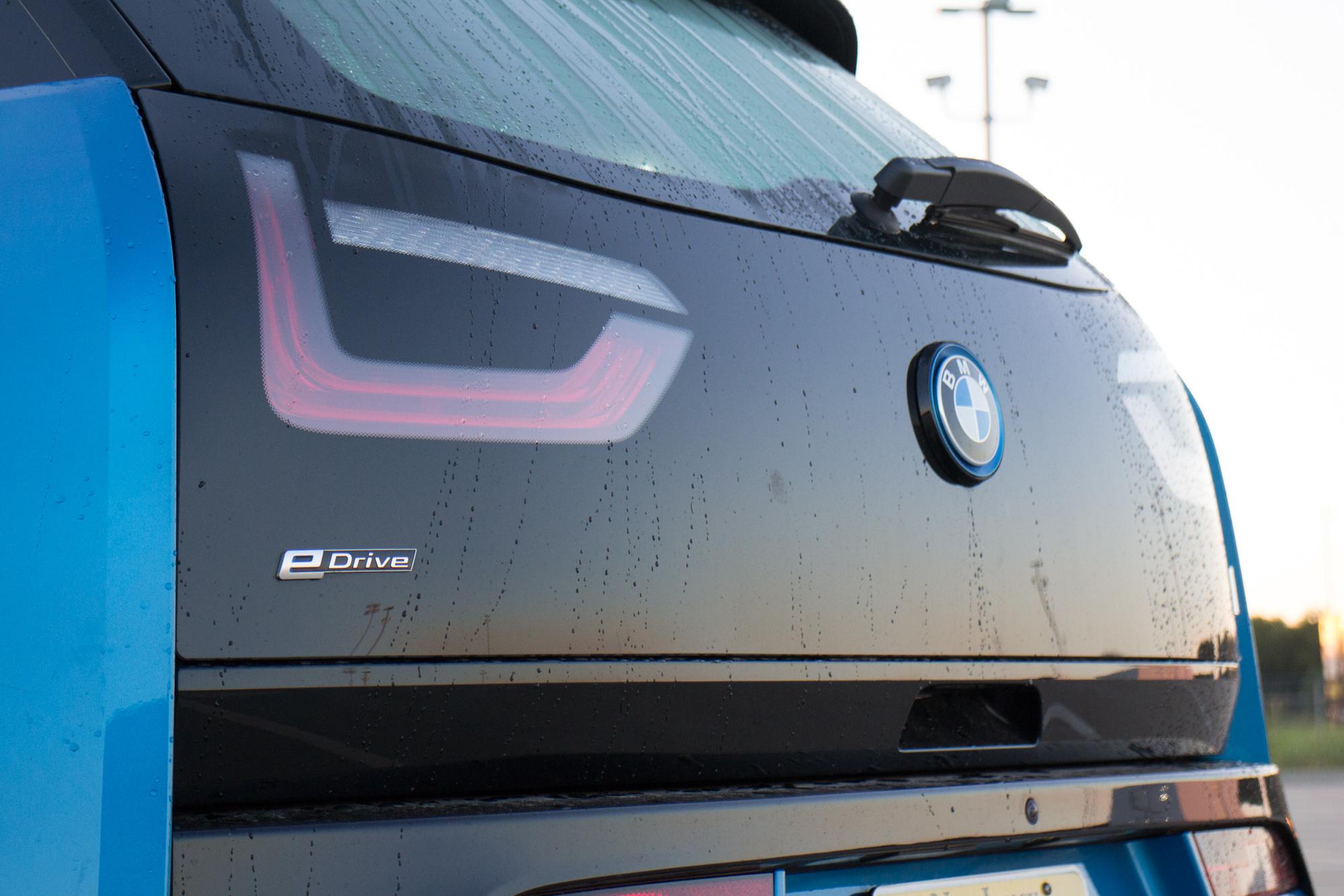 2017-BMW-i3-11