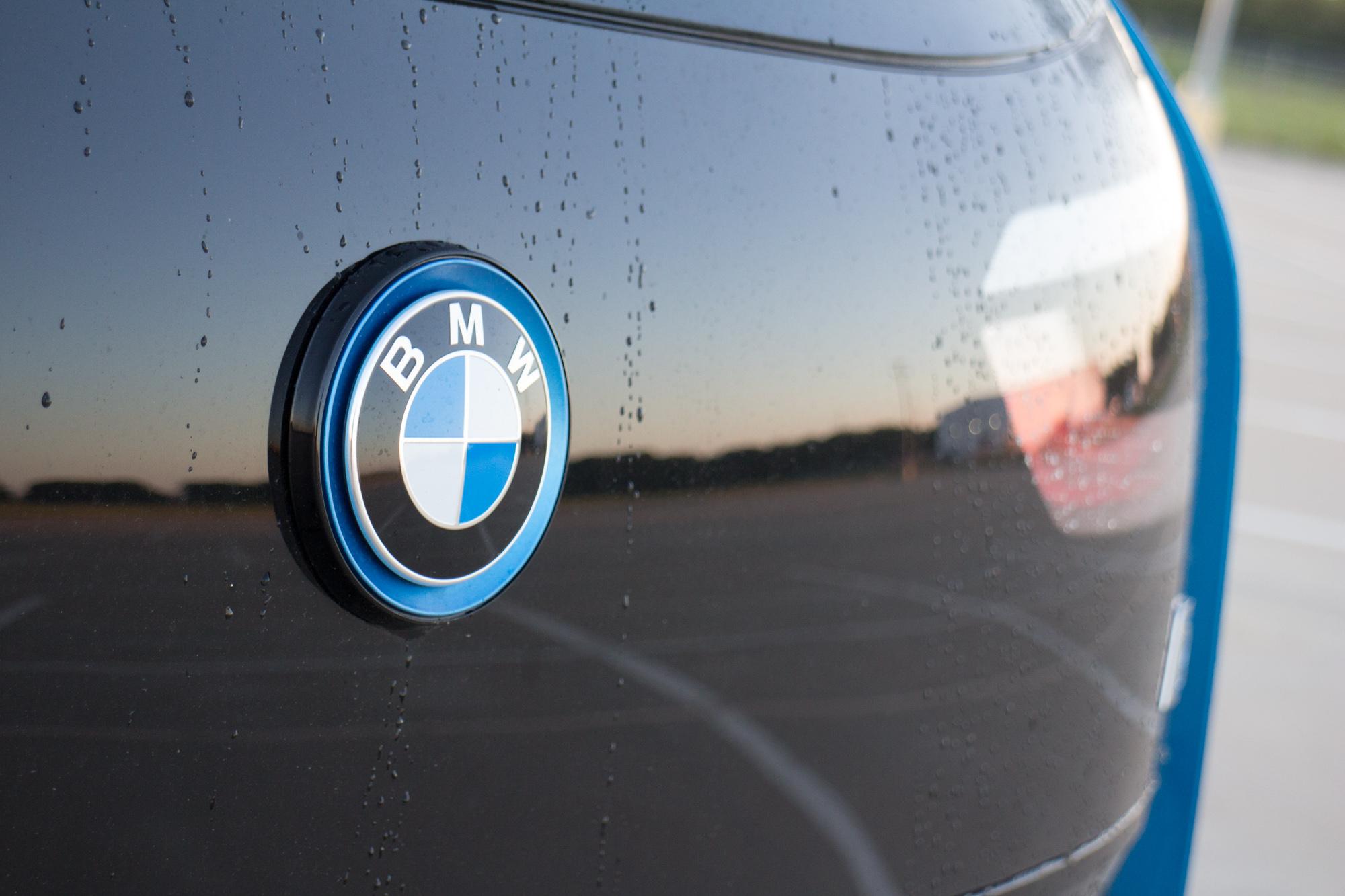 2017-BMW-i3-12