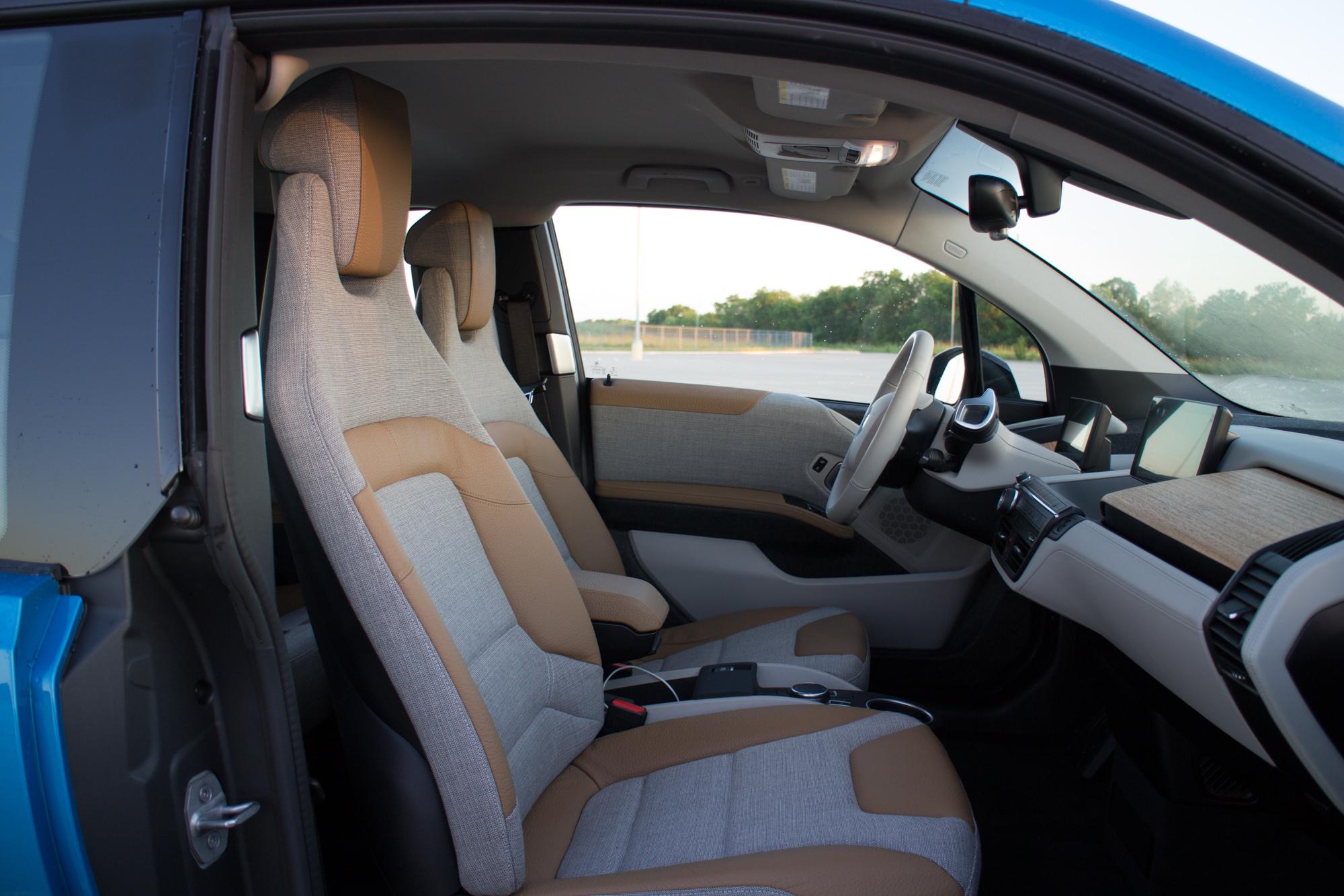 2017-BMW-i3-18