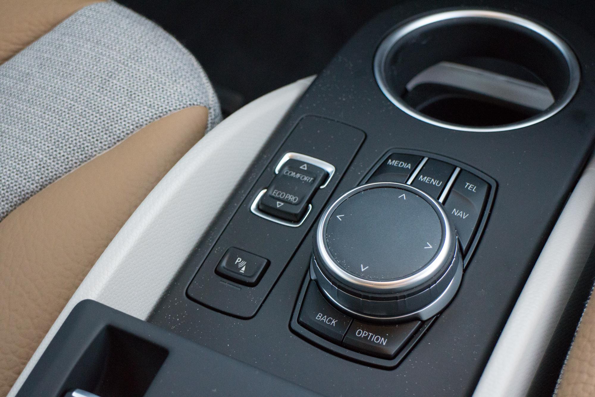 2017-BMW-i3-21