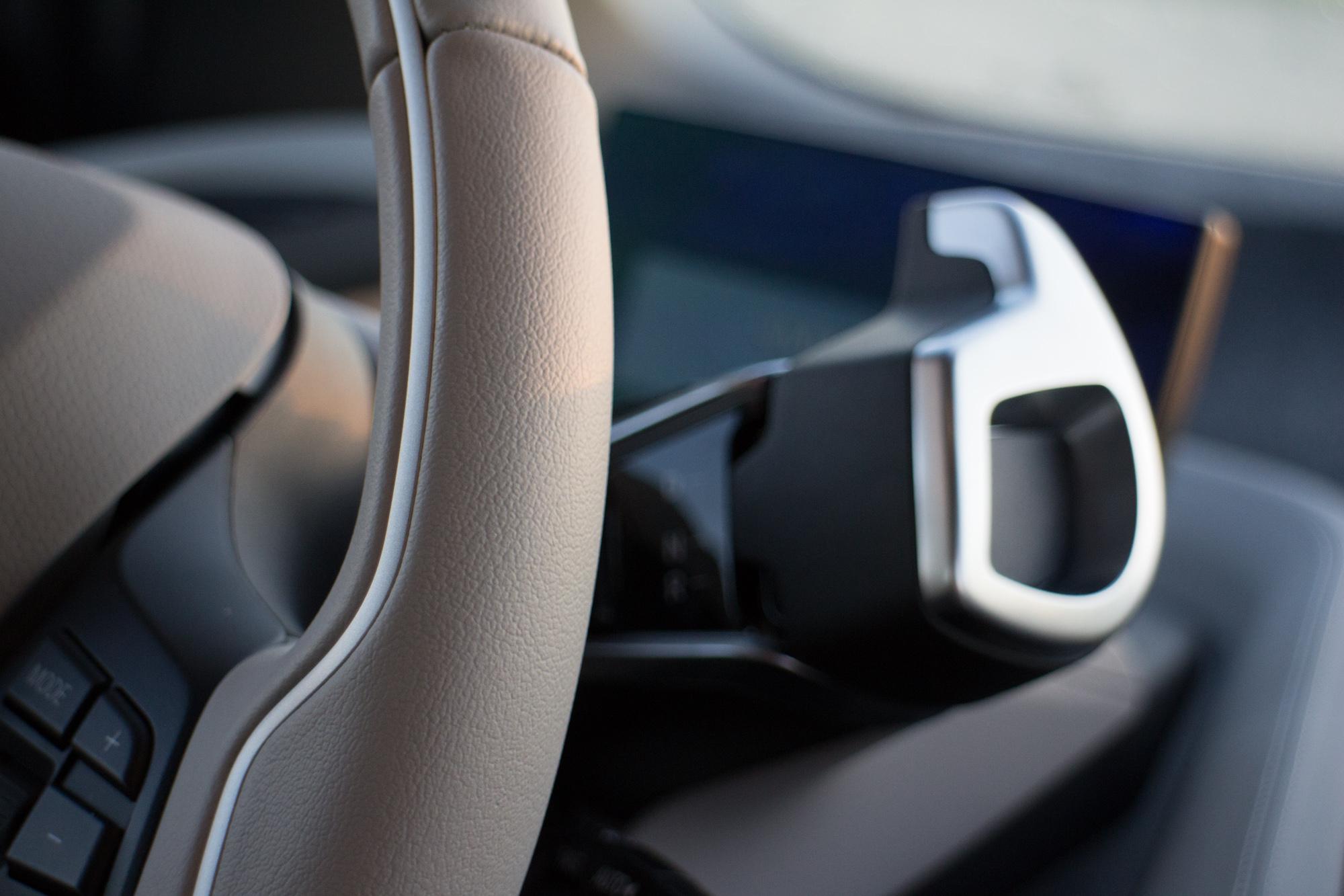 2017-BMW-i3-24