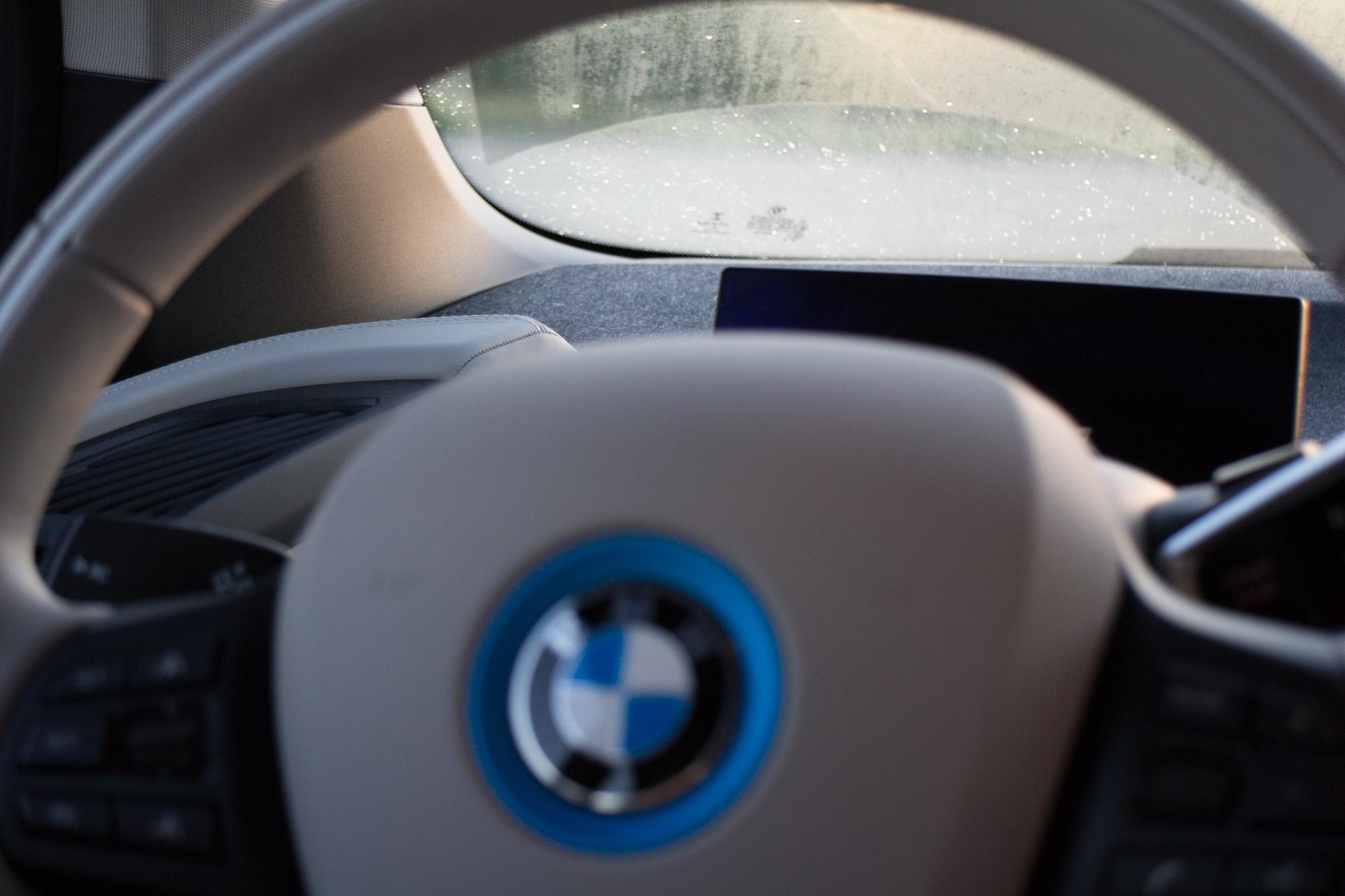 2017-BMW-i3-25