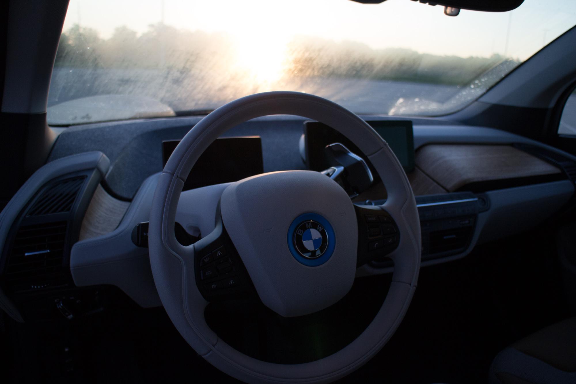2017-BMW-i3-27