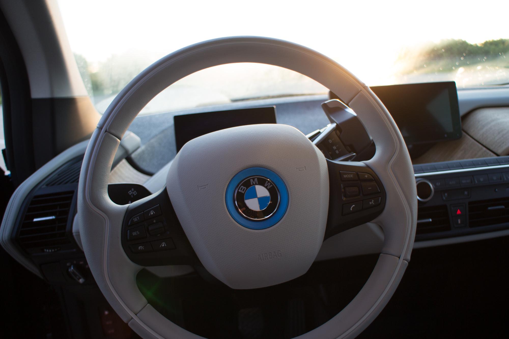 2017-BMW-i3-29