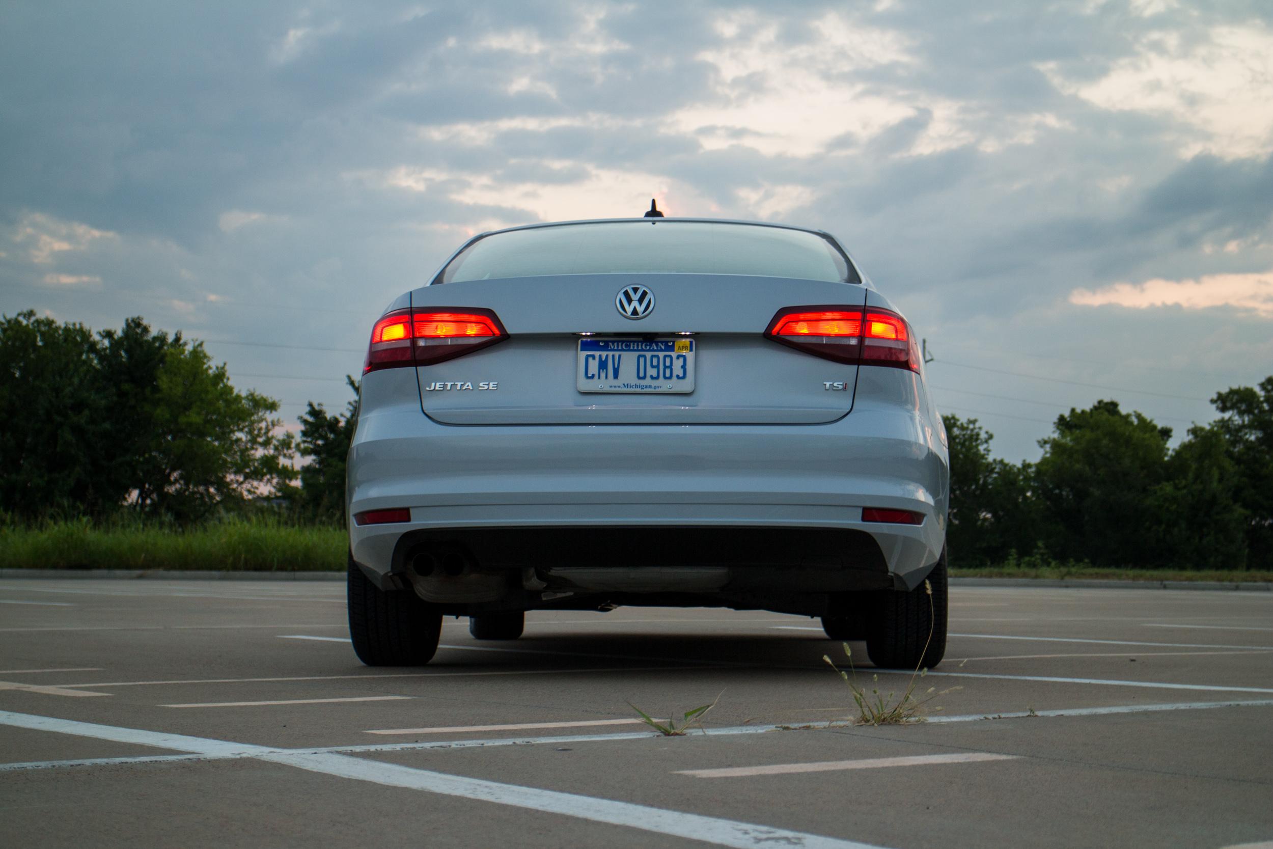 2017-VW-Jetta-12