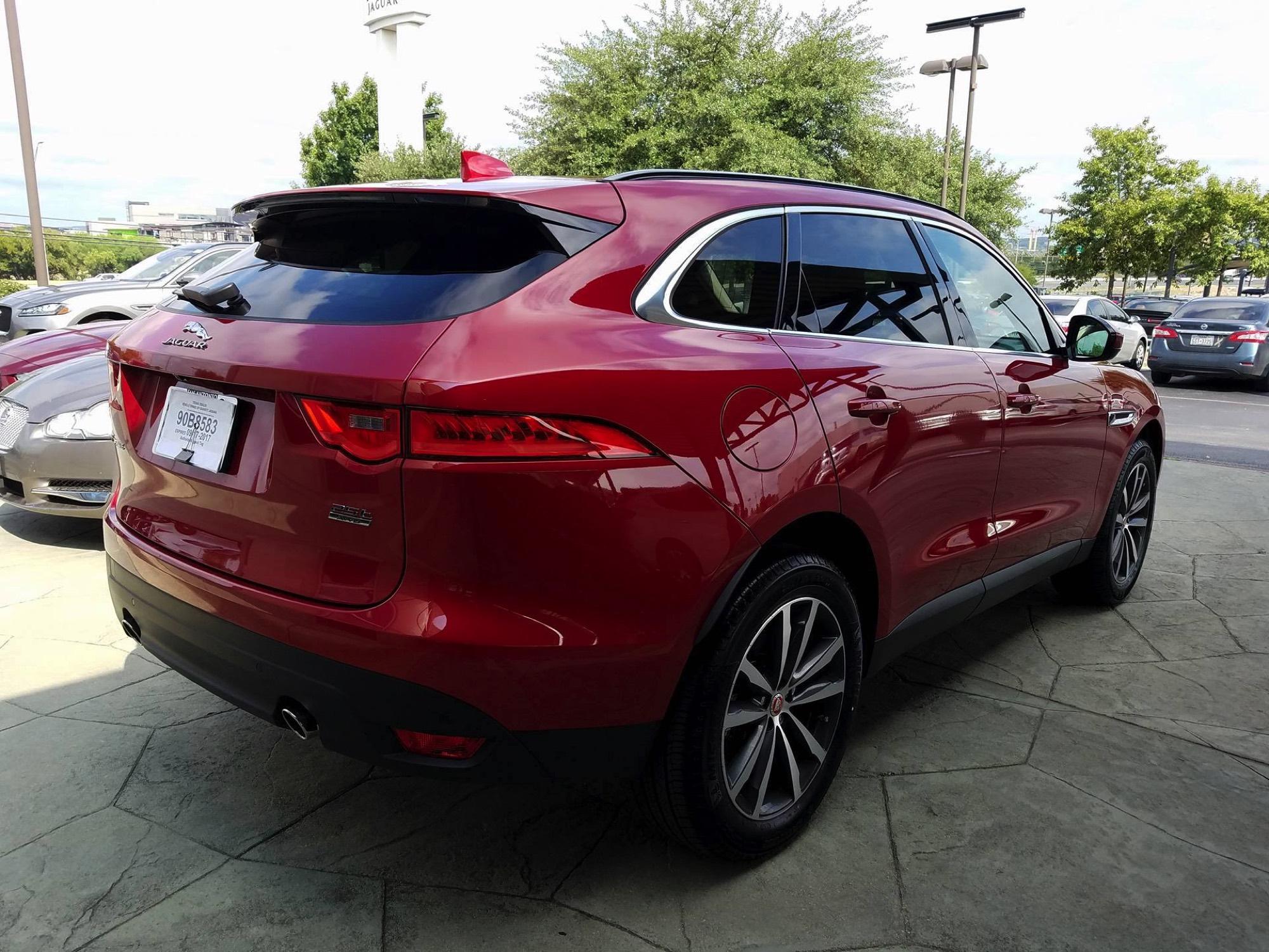 2017-Jaguar-F-Pace–04