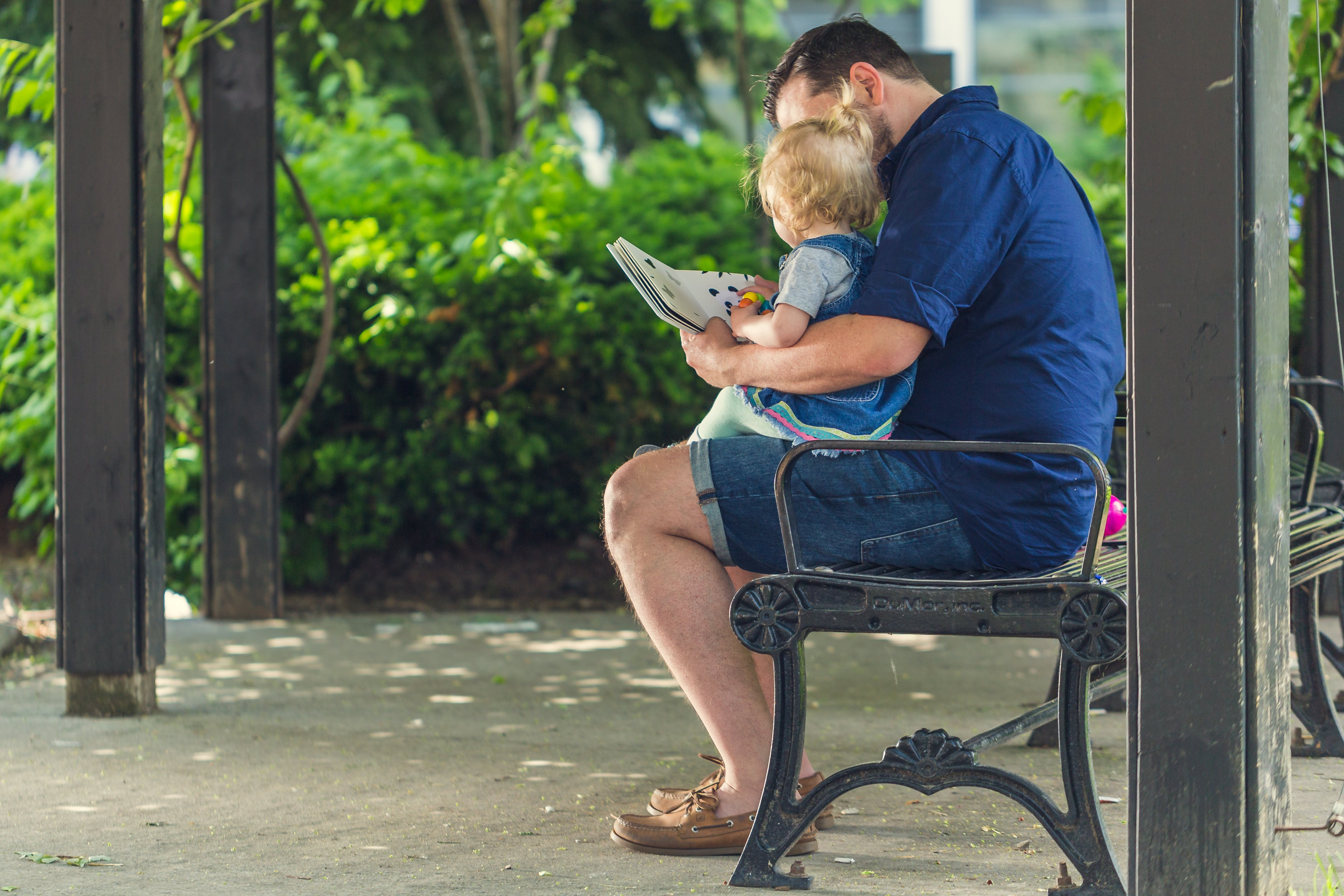 father-reading-to-daughter_4460x4460