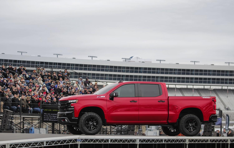2019-Chevrolet-Silverado-Reveal-09