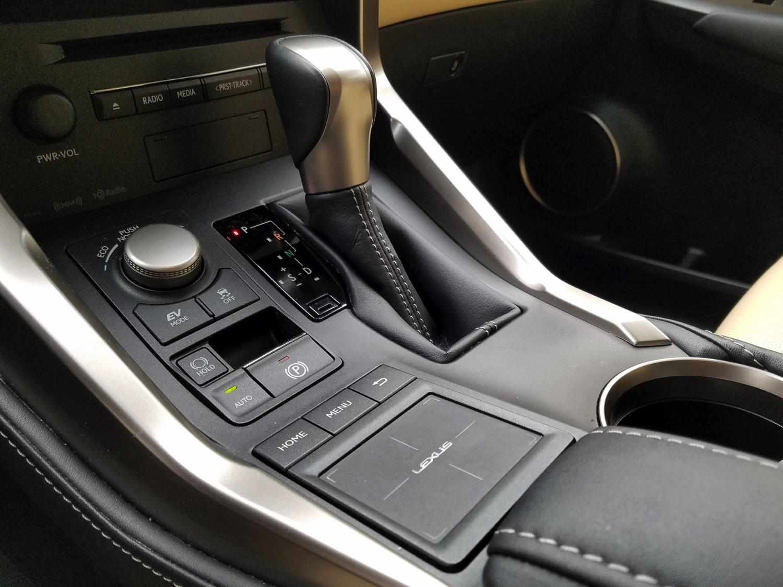 2018-Lexus-NX-300h–002