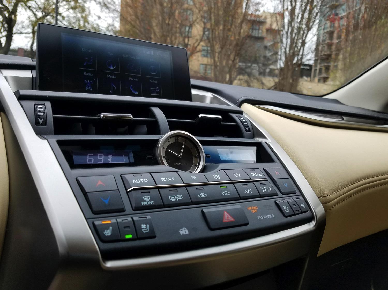 2018-Lexus-NX-300h–031