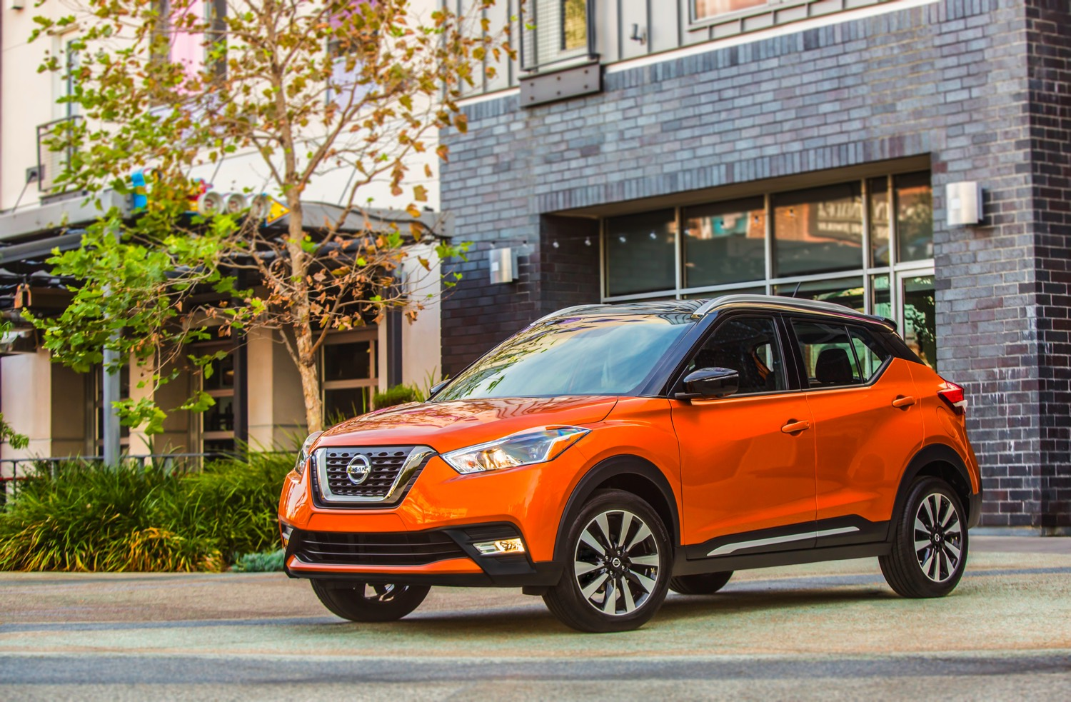 2018 Nissan KICKS__orange_3:4