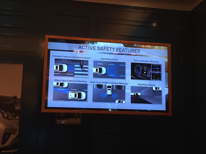 2019-Hyundai-Veloster-Slides12