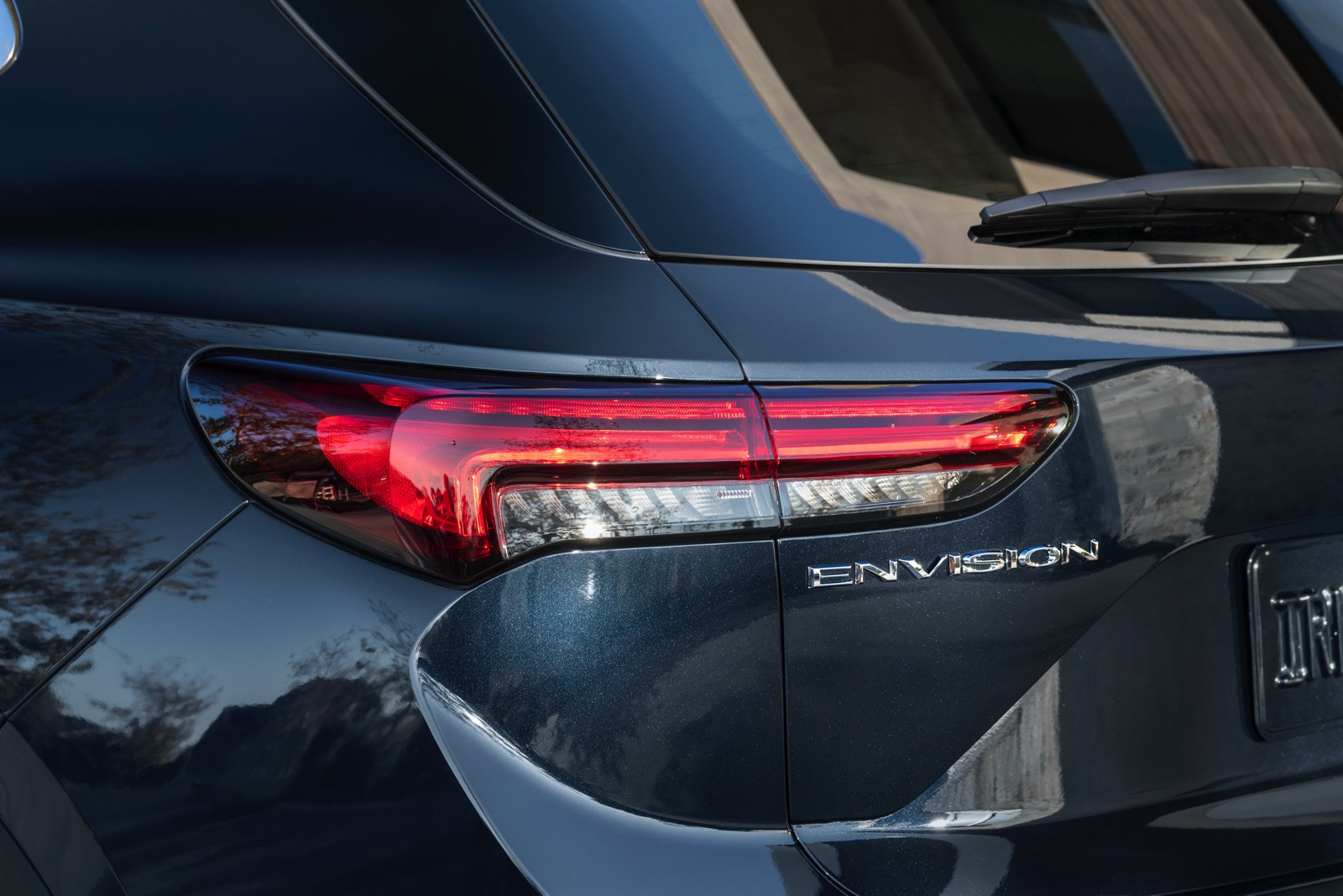 2022-Buick-Envision-012