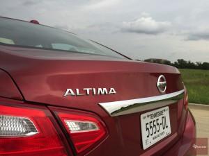 2016-Nissan-Altima-txGarage--013