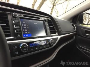 2016-Toyota-Highlander--025