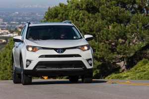 2016-Toyota-RAV4-008