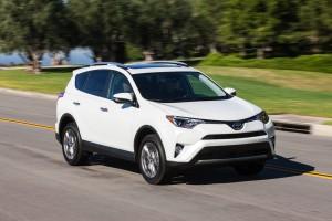2016-Toyota-RAV4-009