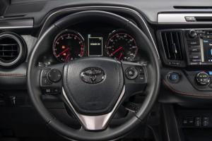 2016-Toyota-RAV4-010