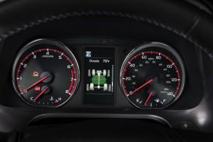 2016-Toyota-RAV4-013