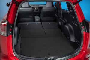 2016-Toyota-RAV4-015
