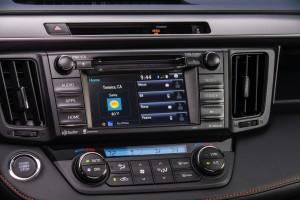 2016-Toyota-RAV4-016