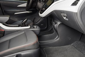 2017-Chevrolet-BoltEV-046