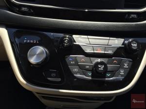 2017-Chrysler-Pacifica-txGarage--029