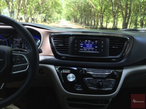 2017-Chrysler-Pacifica-txGarage--033