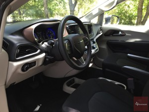 2017-Chrysler-Pacifica-txGarage--035