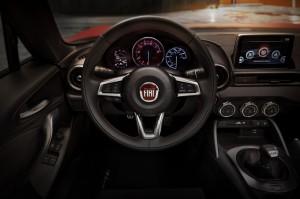 2017-Fiat-124-Spider--001