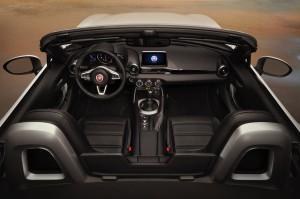2017-Fiat-124-Spider--005