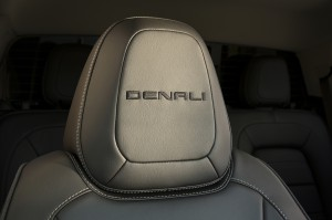 2017-GMC-Canyon-Denali-004