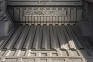 2017-GMC-Canyon-Denali-005