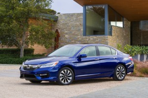 2017-Honda-Accord-Hybrid--003