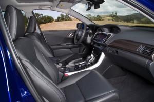 2017-Honda-Accord-Hybrid--010