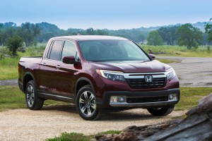 2017-Honda-Ridgeline--001