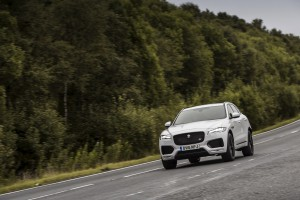 2017-Jaguar-F-Pace--003