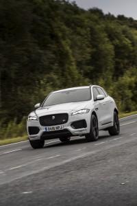 2017-Jaguar-F-Pace--004