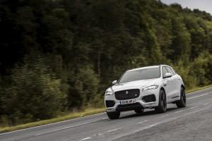 2017-Jaguar-F-Pace--005